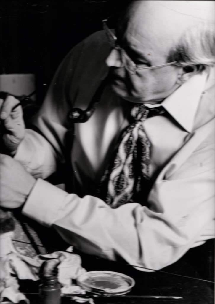 w1980_derek_francis_as_himself